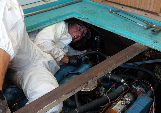 bluefin-electric-motor-removal-mike-in-the-pit